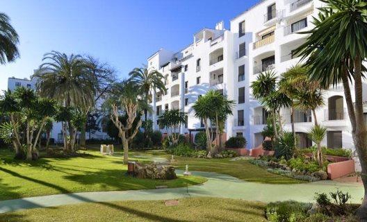 Apartamentos jardines del puerto puerto ban s m laga for Jardines del puerto puerto banus