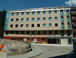 Aparthotel alaska pas de la casa andorra - Hotel camelot pas de la casa ...