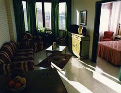 Aparthotel Camparan Suites