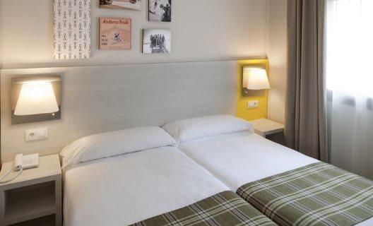 Hotel cristina pas de la casa andorra - Hotel camelot pas de la casa ...