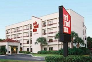 Guest rooms at the Miami Airport Red Roof Plus include flat-screen cable TVs and ironing facilities. Some rooms feature microwaves and mini-refrigerators. Downtown Miami is a minute drive from the Red Roof Plus, and South Beach is a minute drive away. Flagler Dog Racing is only 2 miles away/10(K).