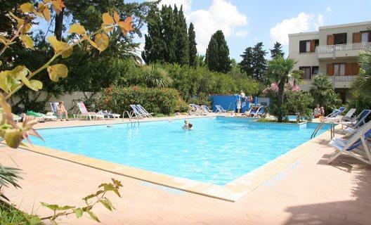 Viaje Cerdeña Residenza Gli Eucalipti%>